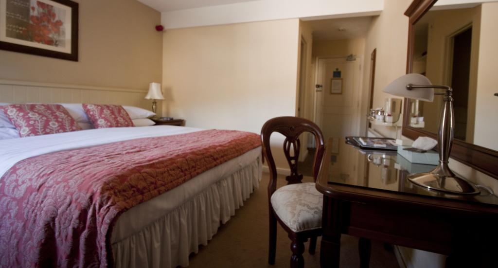 Фото Best Western Limpley Stoke Hotel
