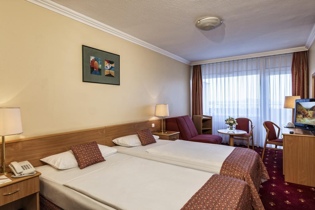 Фото Danubius Hotel Arena Венгрия Будапешт
