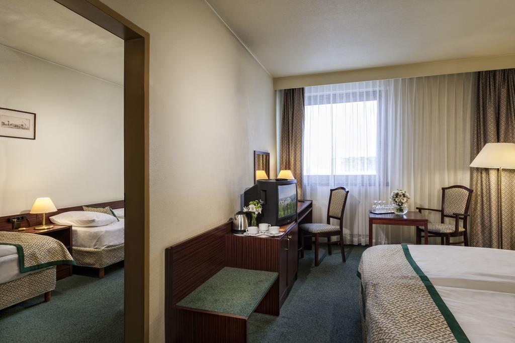 Фото Hotel Hungaria City Center 4*