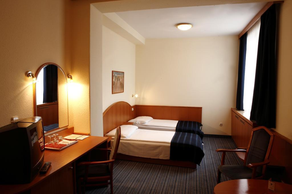 Фото Hotel Benczur Венгрия