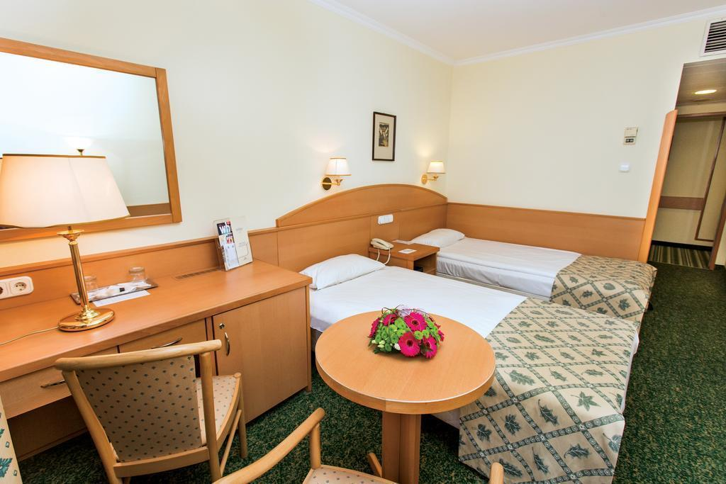 Фото Erzsebet Hotel City Center 3*
