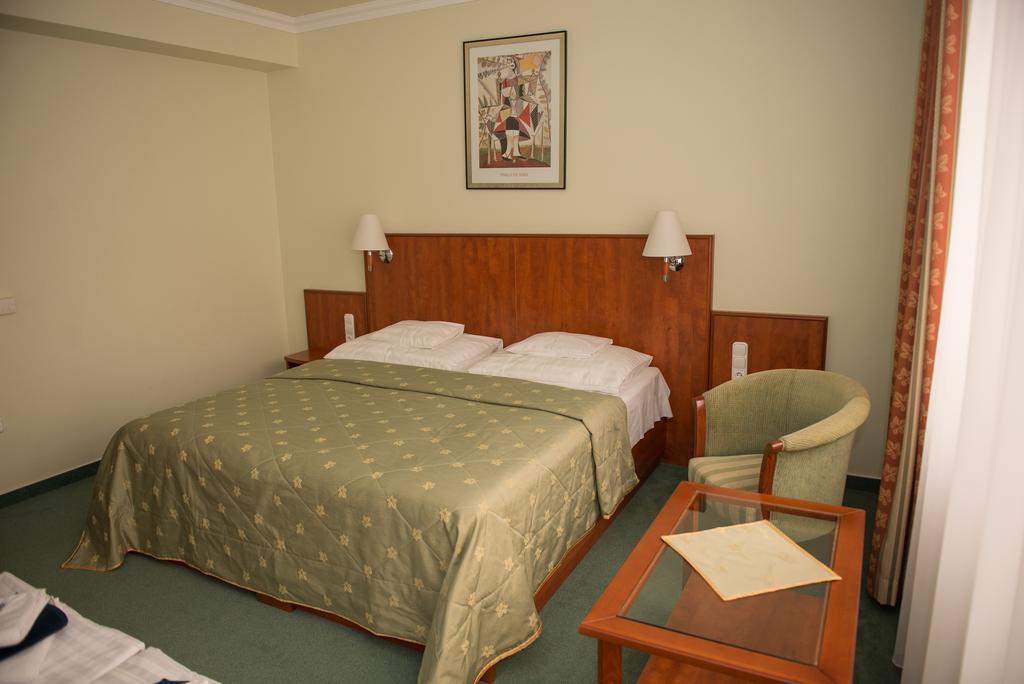 Отель Silver Hotel Хайдусобосло