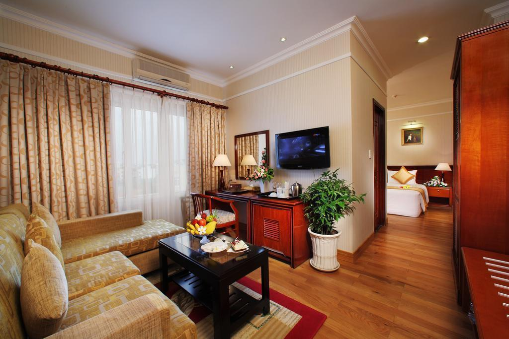 De Nhat Hotel (first Hotel)