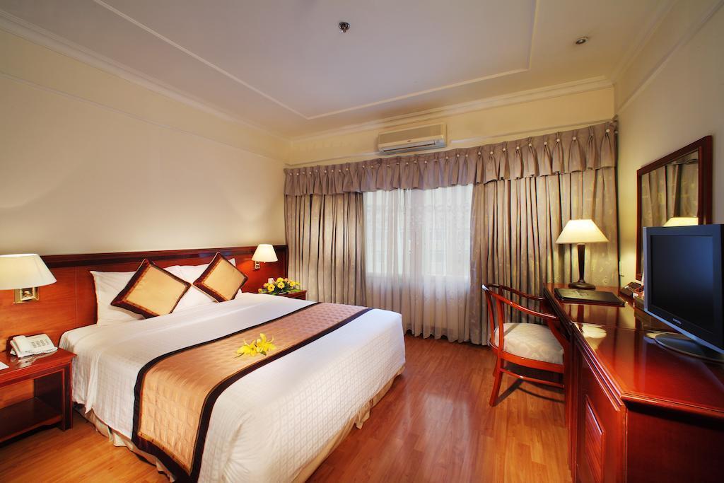 De Nhat Hotel (first Hotel) Хошимин