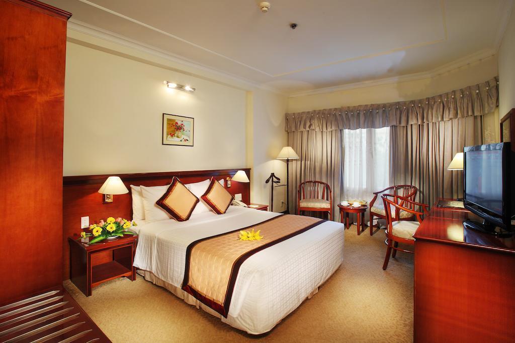 Фото De Nhat Hotel (first Hotel) Вьетнам