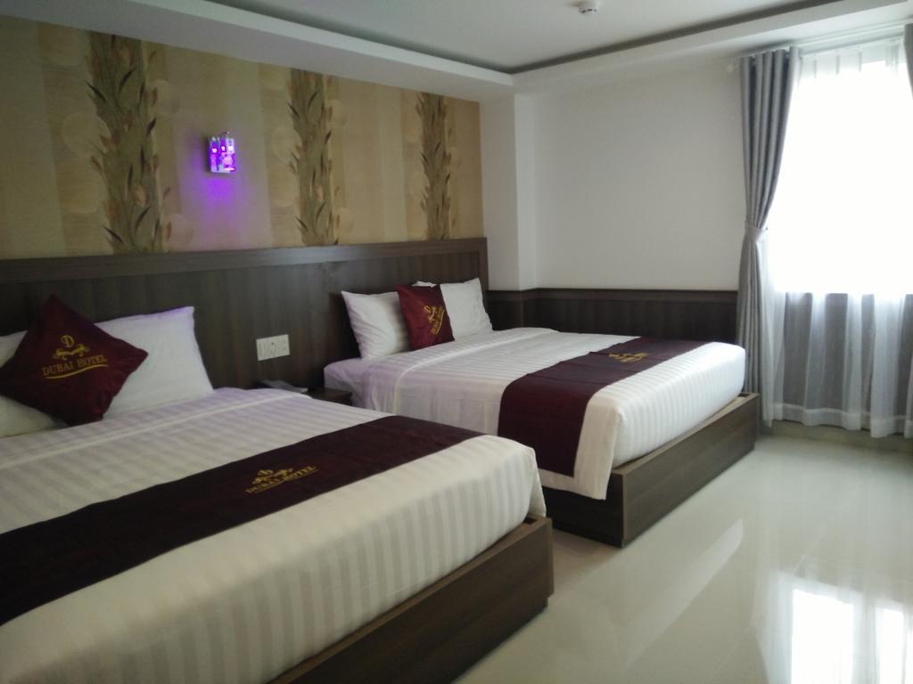 Dubai Hotel Нячанг