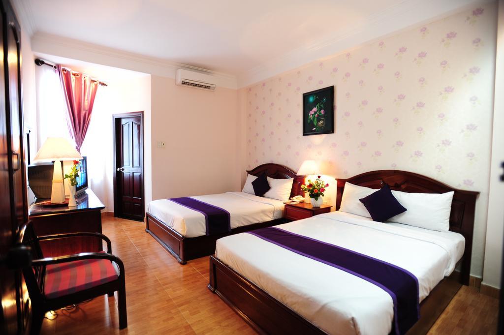 Отель Violet Нячанг