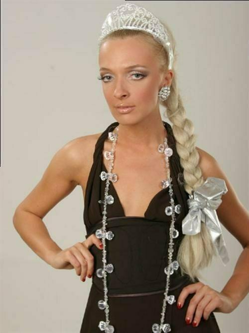 Василиса Фролова разбила авто под Литвой и ночевала на скамейках в Ибице!