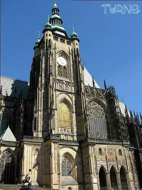 Фоторепортаж: О чем шепчет весенняя Прага